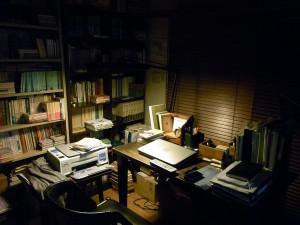 鈴木先生の机の上に破滅派