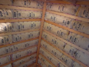 天井に張ったグラスウール