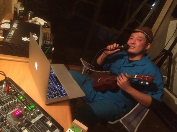 破滅スタジオで楽曲制作をしているフリ