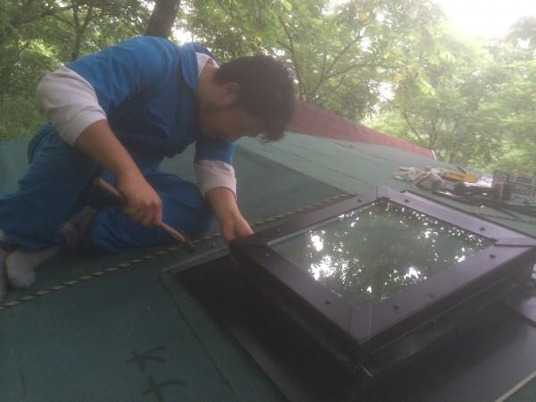 屋根の上でパーツはめるのメンドクサイ