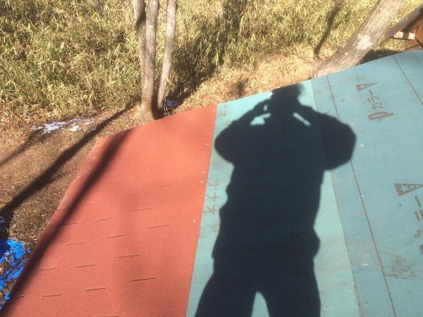 屋根の上から撮影。今回は角度が緩くて楽勝。